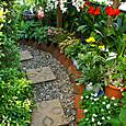 2013/05/04 玄関から庭に続くアプローチ1